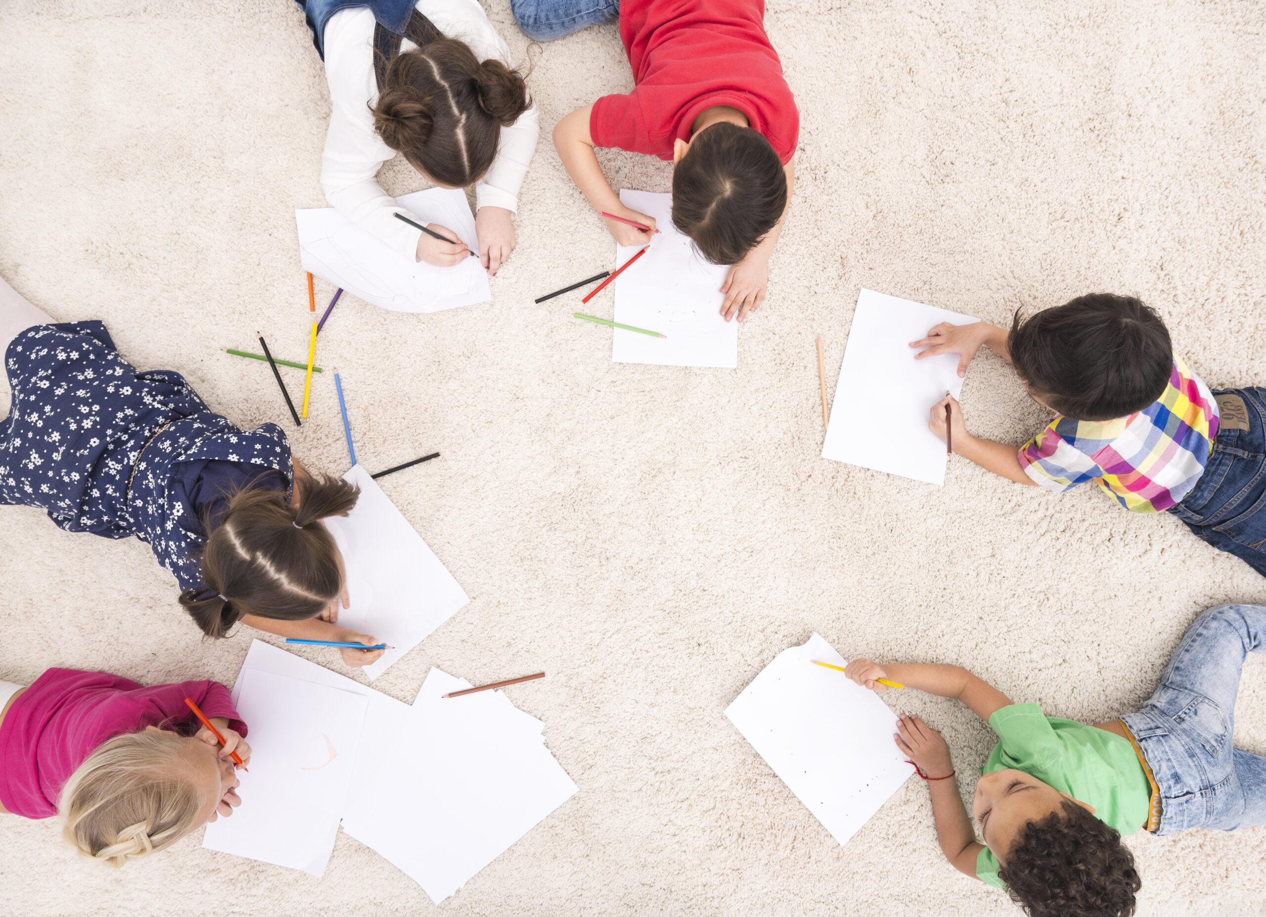 Occuper les enfants, des cahiers de jeux et d'activités chaque mois!